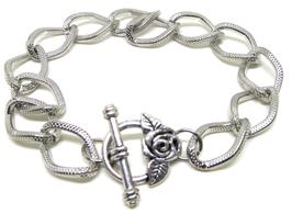 Bracelet en métal argenté avec fermoir toggle fleur - B001