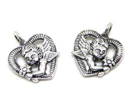 2 Breloques coeur avec un ange au centre en métal argenté - RZZ165