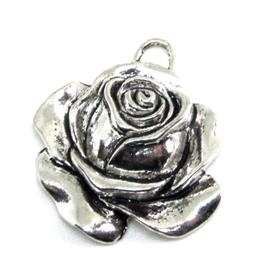 Breloque fleur bouton de rose en métal argenté - RZZ171