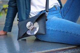 Le sac pochette Rita pour emmener l'indispensable!