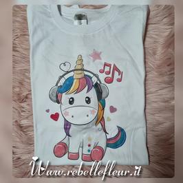 Tshirt  unicorno con cuffie
