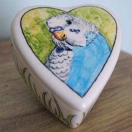 Koesterdoosje hartvorm maat M, met blauwe parkiet