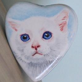 Koesterdoosje hartvorm maat M, met witte kat