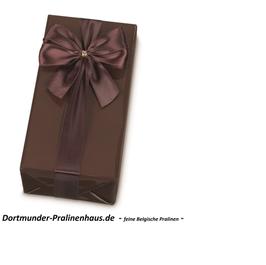 """250g Belgische Pralinen im Geschenkkarton in edlem, modernen, braunfarbigen """"Lack""""-Geschenkpapier mit Satin-Schleife"""