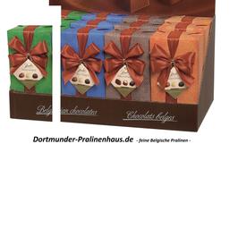 250g Belgische Pralinen im Geschenkkarton in edlem grünfarbigen Geschenkpapier mit Satin-Schleife