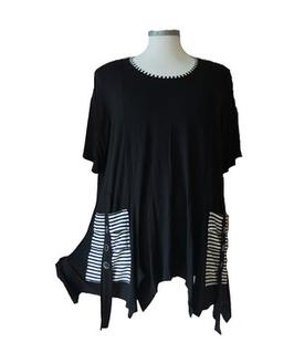 Bat-Zipfel Shirt mit Lackknöpfchen auf Rololook-Taschen Schwarz-Weiß (ZS-RL-209)