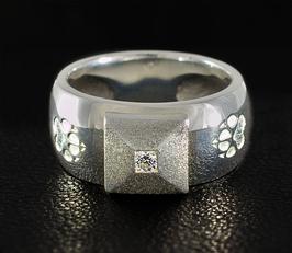 Ring mit Pyramide & 2 Pfoten: GMH-305s