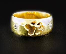 Ring mit einer Pfote & 2 Zirkonia: GMH-404gp