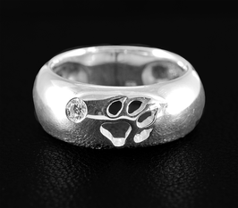 Gewölbter Ring mit Pfötchen & Zirkonia: GMH-248s