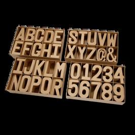 Große Pappmaché Buchstaben und Zahlen
