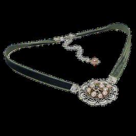 Samtbandkette mit einem Amulette mit Süßwasserperlen und einem versilberten Reh - in vielen Farben erhältlich