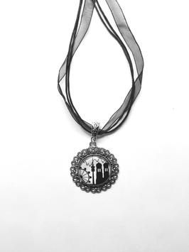 München-Edition Motivkette schwarz-weiß mit antiksilberfarbener Fassung (Ornament)