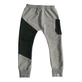 joggingbroek grijs met donkergroen vlak
