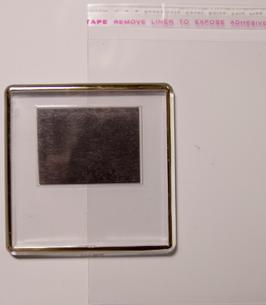 17. Заготовка акрилового магнита прозрачная с золотым тиснением 65х65мм
