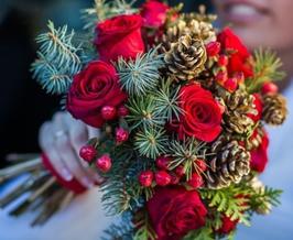 Bouquet d'inverno sui toni del rosso