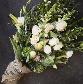 Mazzo a gambo lungo di fiori misti