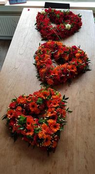 kistbedekking met drie rouwharten