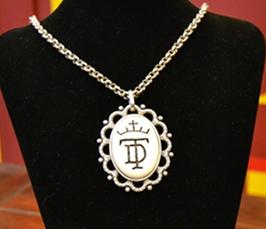 Medallon de Hueso de Toro DUENDE TAURINO. Artesanal