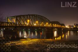 Linz Eisenbahnbrücke Nacht 005