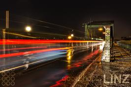 Linz Eisenbahnbrücke Nacht 003