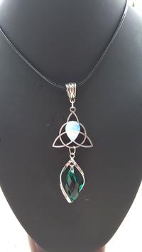 pendentif triskel opaline crystal vert