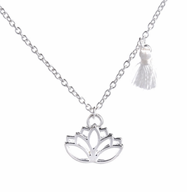 Halskette mit Lotus Anhänger und Tassel