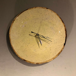 Uhr, Ø ca. 27 cm, Gelb mit braunem Rand