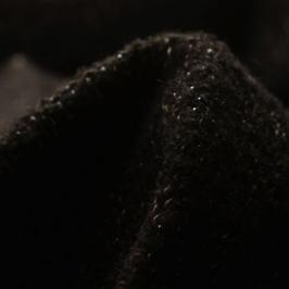 Lainage noir avec fil argenté