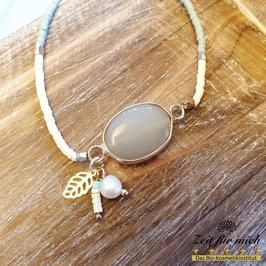 Armband mit ovalem Stein und Anhänger