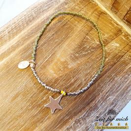 Dünnes Armband mit Sternanhänger