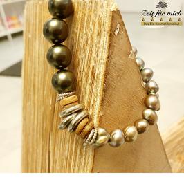 Grünes Armband mit Perlen runden Elementen
