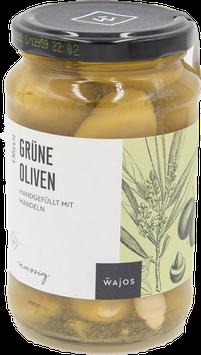 Grüne Oliven handgefüllt mit Mandeln