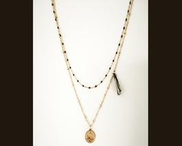 Collier double tour perles doré noir pompon et médaille