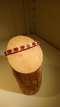 Bracelet cuir fleur rouge