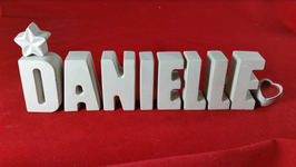 Beton, Steinguss Buchstaben 3D Deko Namen DANIELLE als Geschenk verpackt mit Stern und Herzklammer!