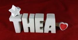 Beton, Steinguss Buchstaben 3D Deko Namen THEA als Geschenk verpackt mit Stern und Herzklammer!