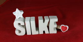 Beton, Steinguss Buchstaben 3D Deko Namen SILKE als Geschenk verpackt mit Stern und Herzklammer!