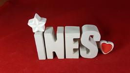 Beton, Steinguss Buchstaben 3D Deko Namen INES als Geschenk verpackt mit Stern und Herzklammer!