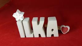 Beton, Steinguss Buchstaben 3D Deko Namen ILKA als Geschenk verpackt mit Stern und Herzklammer!