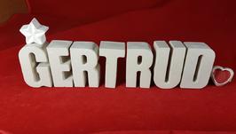 Beton, Steinguss Buchstaben 3D Deko Namen GERTRUD als Geschenk verpackt mit Stern und Herzklammer!