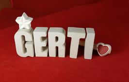 Beton, Steinguss Buchstaben 3D Deko Namen GERTI als Geschenk verpackt mit Stern und Herzklammer!