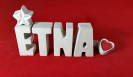 Beton, Steinguss Buchstaben 3D Deko Namen ETNA als Geschenk verpackt mit Stern und Herzklammer!