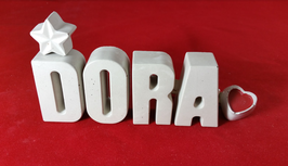 Beton, Steinguss Buchstaben 3D Deko Namen DORA als Geschenk verpackt mit Stern und Herzklammer!