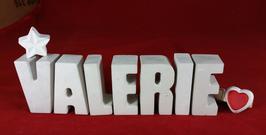 Beton, Steinguss Buchstaben 3D Deko Namen VALERIE als Geschenk verpackt mit Stern und Herzklammer!