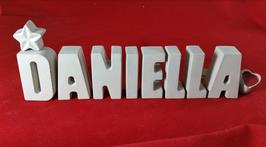 Beton, Steinguss Buchstaben 3D Deko Namen DANIELLA als Geschenk verpackt mit Stern und Herzklammer!