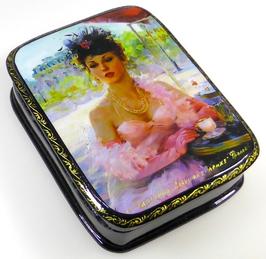 Junge Frau in Paris - Russische Schatulle Lackdosen Fedoskino, Artikel WP15