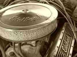 Oldtimer Edelbrock Motorinnenraum Brassat Ilsede