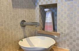 センサー式自動水栓で蛇口等に触れずに手洗い可能