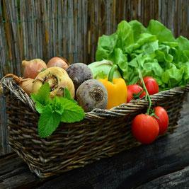 Cesta de verduras para los mercadillos Landeses cercanos al Castillo Bella Epoca.