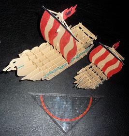 Die Wickie Schiffe. Das Große ist aus 2,5 A4 Seiten, das Kleine ist aus einem A4 Blatt.